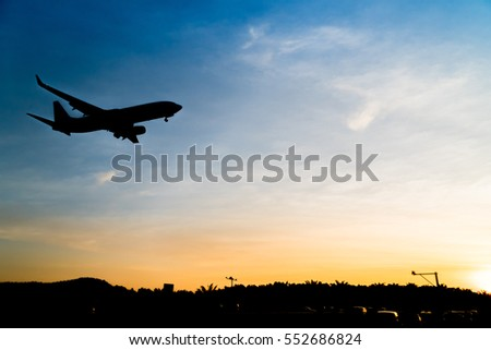 Silhouette Airplane While Landing Gear Down Stock Photo 552686824 - Shutterstock