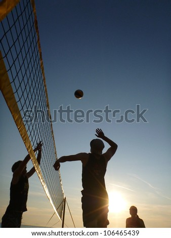 silhouettes of beachvolleyball players