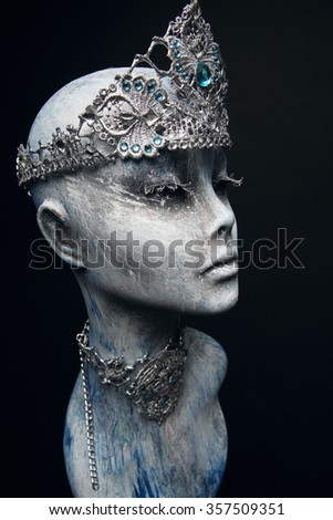 Silver snow queen crown and collar