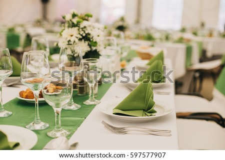 Simple and elegant wedding or festive table setting. Green and beach colors. & Simple Elegant Wedding Festive Table Setting Stock Photo (100% Legal ...