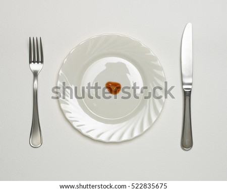 SINGLE BAKED BEAN ON WHITE PLATE