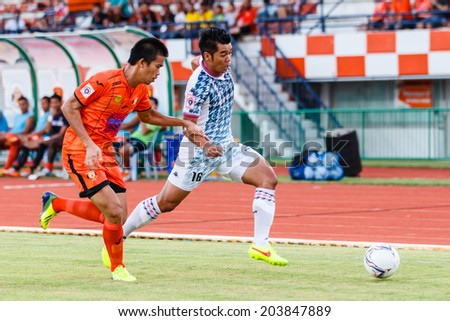 SISAKET THAILAND-JULY 6: Theerachai Ngamcharoen of Chainat Hornbill FC. (white) during Thai Premier League between Sisaket FC and Chainat Hornbill at Sri Nakhon Lamduan Stadium on July 6,2014,Thailand