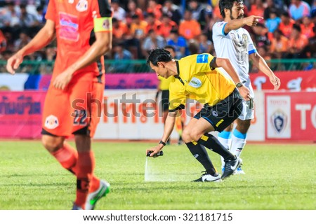 SISAKET THAILAND-SEPTEMBER 20: The referee use the vanishing spray during Thai Premier League between Sisaket FC and TOT SC at Sri Nakhon Lamduan Stadium on September 20,2015,Thailand