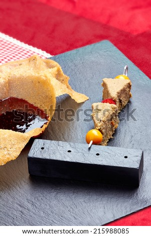 Skewer with pate of poultry and berry jam