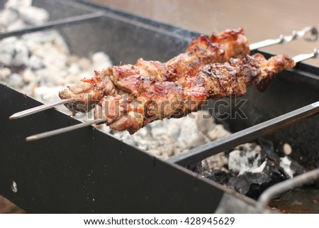 Skewers with barbecue pork and chicken are fried in magnaly in nature.