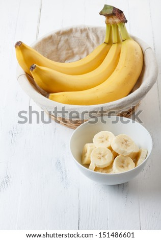 Sliced banana in bowl on wooden table