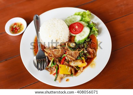 Sliced crispy pork  fried with roasted spicy chili paste and vegetable. Eat with rice