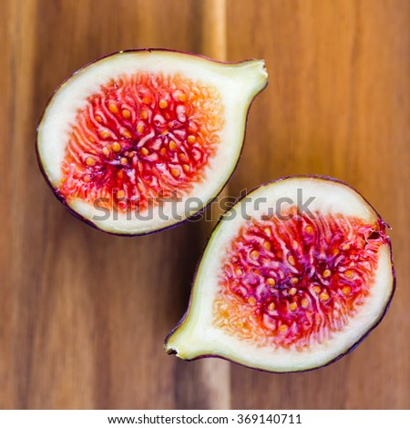 Sliced figs on a wooden surface