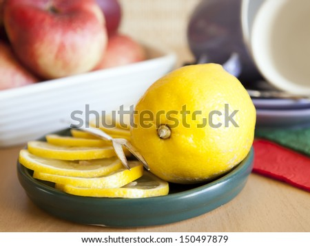 Sliced ??lemon on a saucer