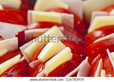 sliced tomato with cheese
