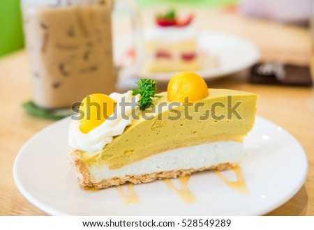 Slide of mango sticky rice tart cake