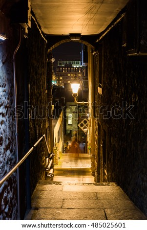 small alleyway, called close, linked to the Royal Mile in the old town of Edinburgh, Scotland, at night