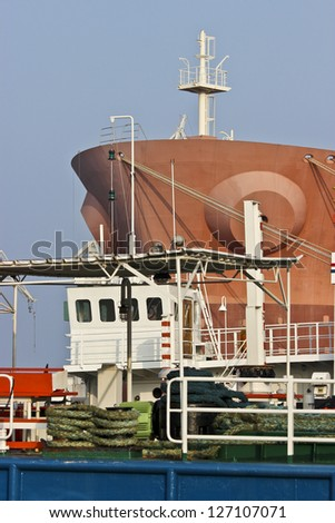 Small and big/Tanker and a tug boat in the shipyard