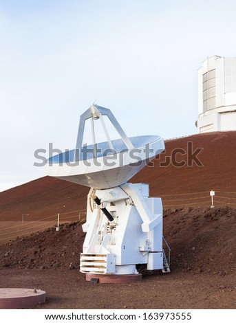 Small antenna in blue evening light. One  of the 8-element radio interferometers, called the  Submillimeter Array, located at the top of Mauna Kea volcano, Hawaii.  Located below Subaru telescope.  - stock photo