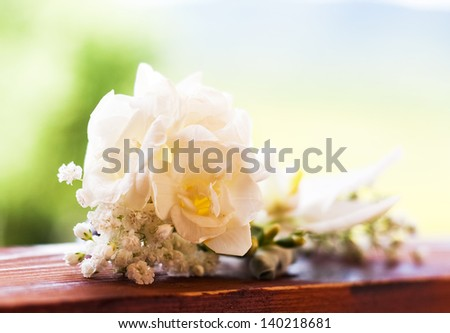 Small bouquet of white roses