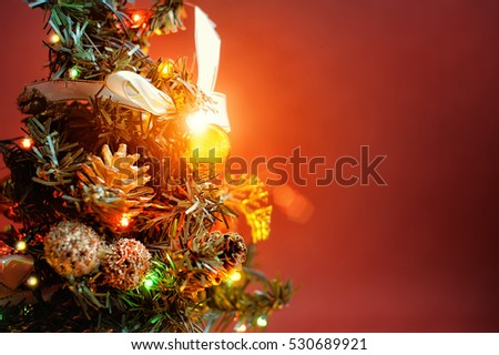 small christmas tree with cones beads bright sparkly garland xmas - Small Christmas Tree With Lights