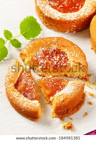 Small round cakes filled with apple puree