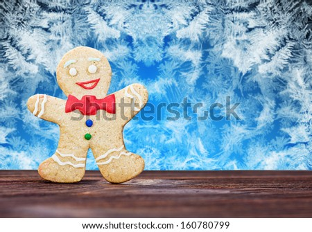 Smiling gingerbread men against frost - stock photo