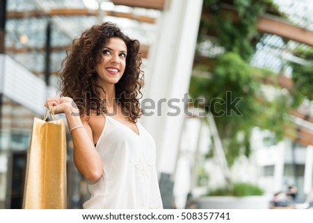 Smiling woman shopping in a city