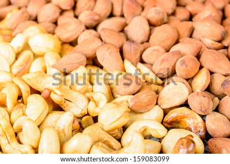 Smoked and sugarsalted almonds and cashew nuts