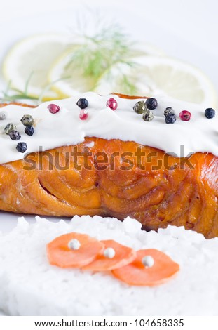 Smoked salmon with white lemon with rice