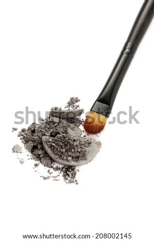Smoky eyeshadow with brush