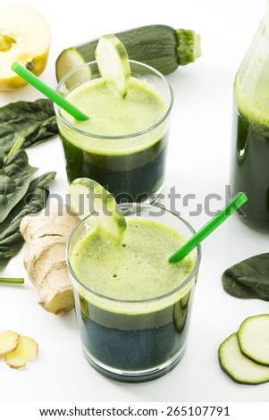 Smoothie with spinach, cucumber, ginger and apple