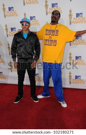 Snoop Dogg at the 2010 MTV Movie Awards Arrivals, Gibson Amphitheatre, Universal City, CA. 06-06-10 - stock photo