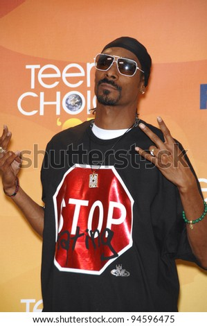 Snoop Dogg at the 2007 Teen Choice Awards at the Gibson Amphitheatre, Universal City, Hollywood. August 27, 2007  Los Angeles, CA Picture: Paul Smith / Featureflash - stock photo