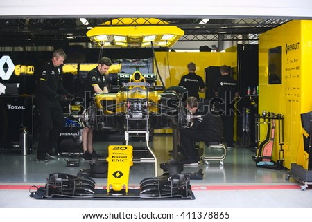 F1 garage stock images royalty free images vectors shutterstock - Garage renault grande synthe ...