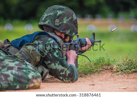 Soldiers fired M16, practice rifle shooting, noise , smoke, goals , practice areas and battle , battle , landscape , green meadows .