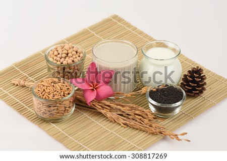 soybean milk, soy, Black Sesame Seeds and Germinated brown rice (GABA), a healthy drink helps clear skin, reduce weight and weave antioxidants.