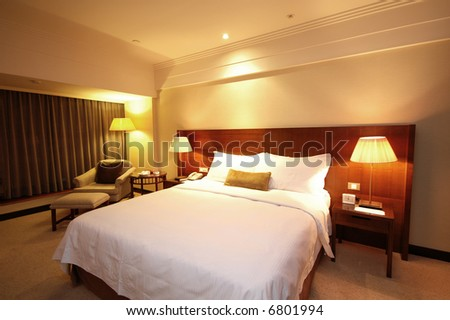 Spacious and nicely decorated room. Brown Theme