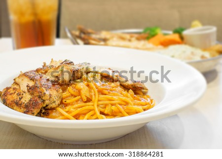 spaghetti bolognese and roasted chicken