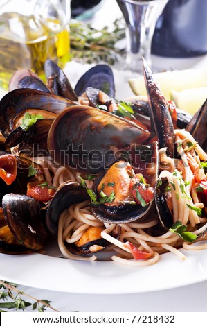 Spaghetti con le cozze - stock photo