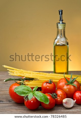 spaghetti ingredients with fresh tomatoes