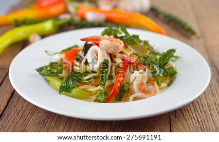 Spaghetti spicy seafood with herb