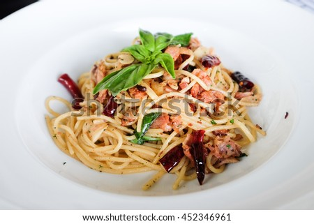Spaghetti with chili and bacon