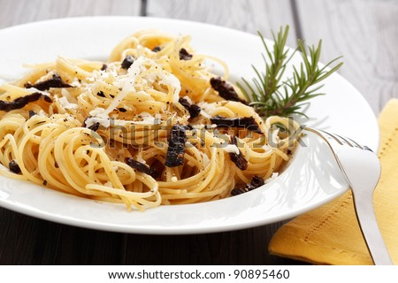 Spaghetti with dried tomatoes, rosemary and parmesan.