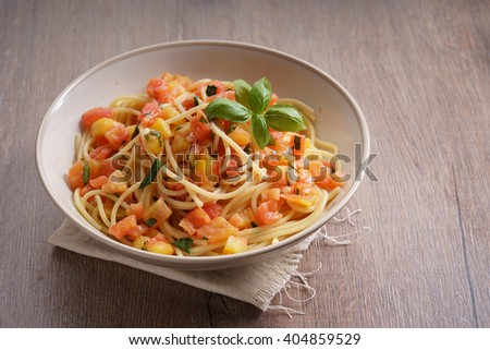 spaghetti with fresh red tomato and basil