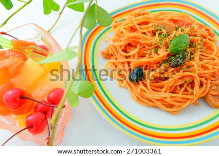 Spaghetti with fruits