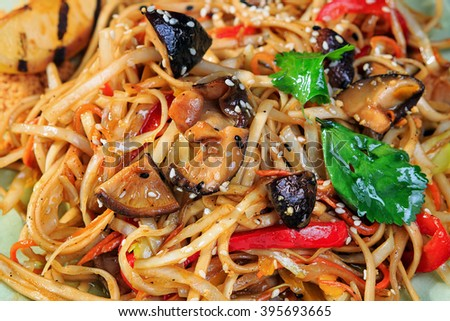 Spaghetti with mushrooms and peppers. Lenten menu