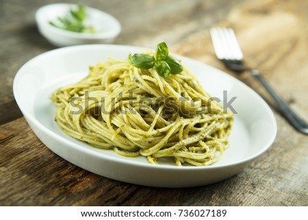 Spaghetti with pesto