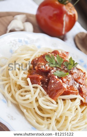 spaghetti with tomato sauce and ingredients