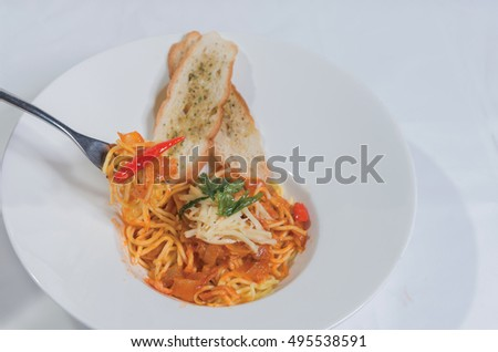 spaghetti with tomato sauce ,chesse and Basil
