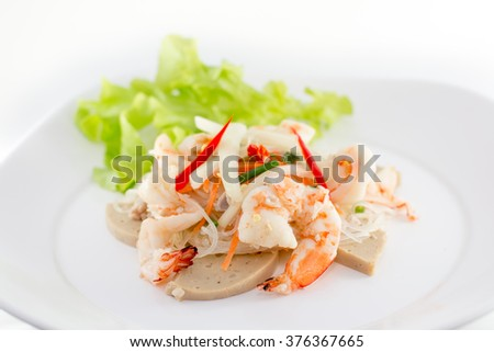 Spicy noodle salad with shrimp