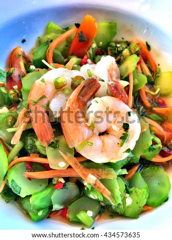Spicy salad with shrimp