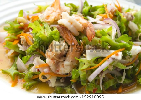 Spicy  shrimp salad with vegetables