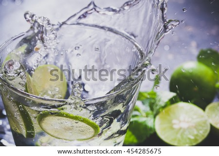 Splashing lemon juice with mint