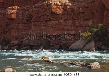 Sporting a young woman in a kayak overcame stormy over the Colorado River